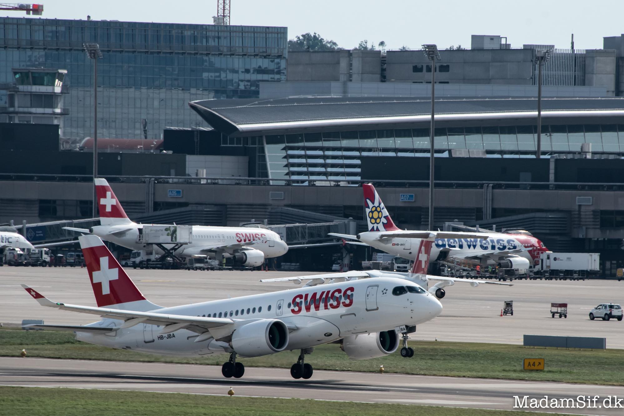Denne dingenot er det første rutefly af typen Bombardier CS100 - det er en helt ny flytype, og det er pt. kun Swiss, der har den.