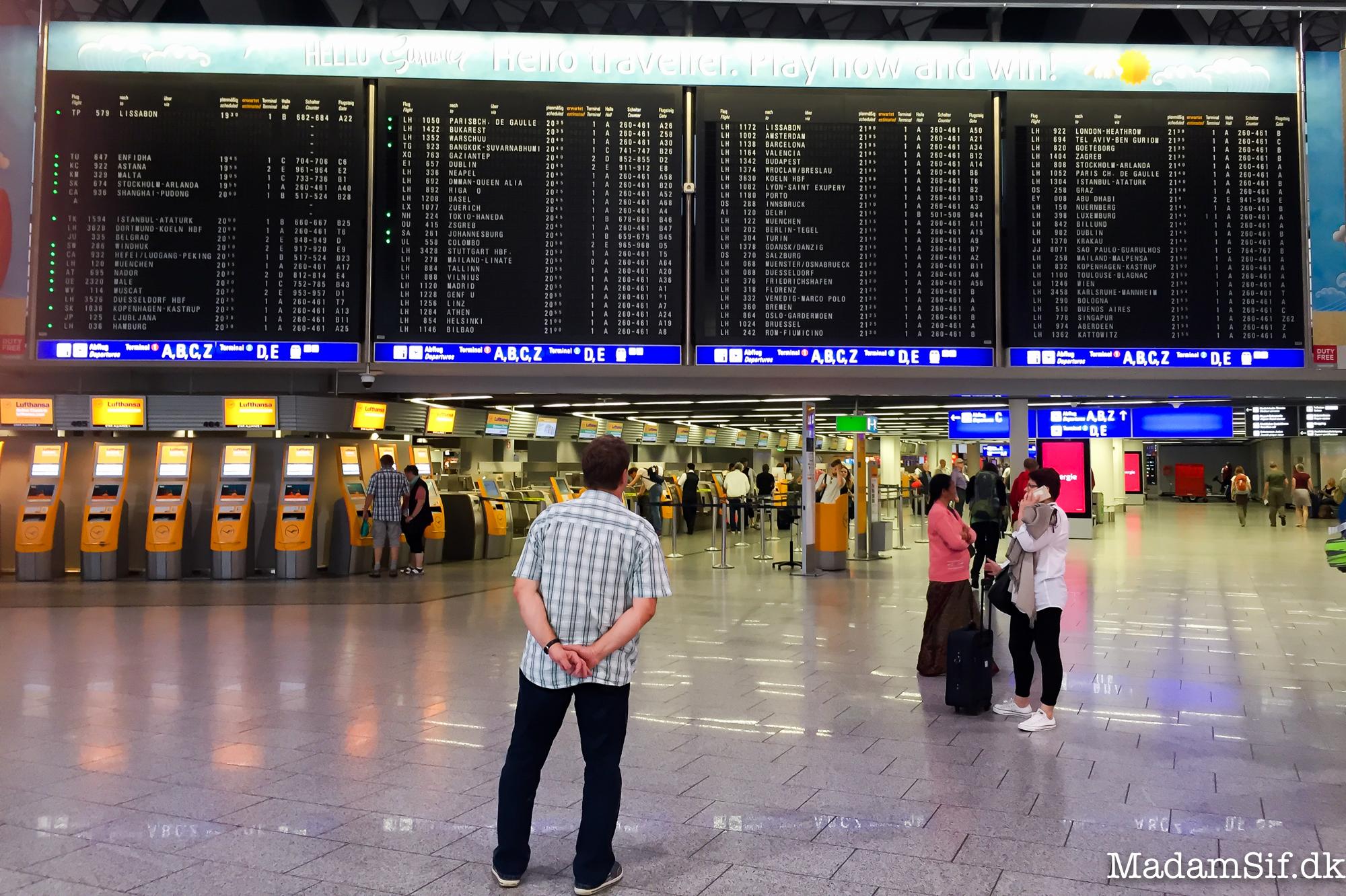 Afgangshallen i Frankfurt Lufthavn.