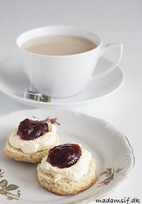 Cream Tea. Scones med hjemmelavet clotted cream og jordbærsyltetøj.