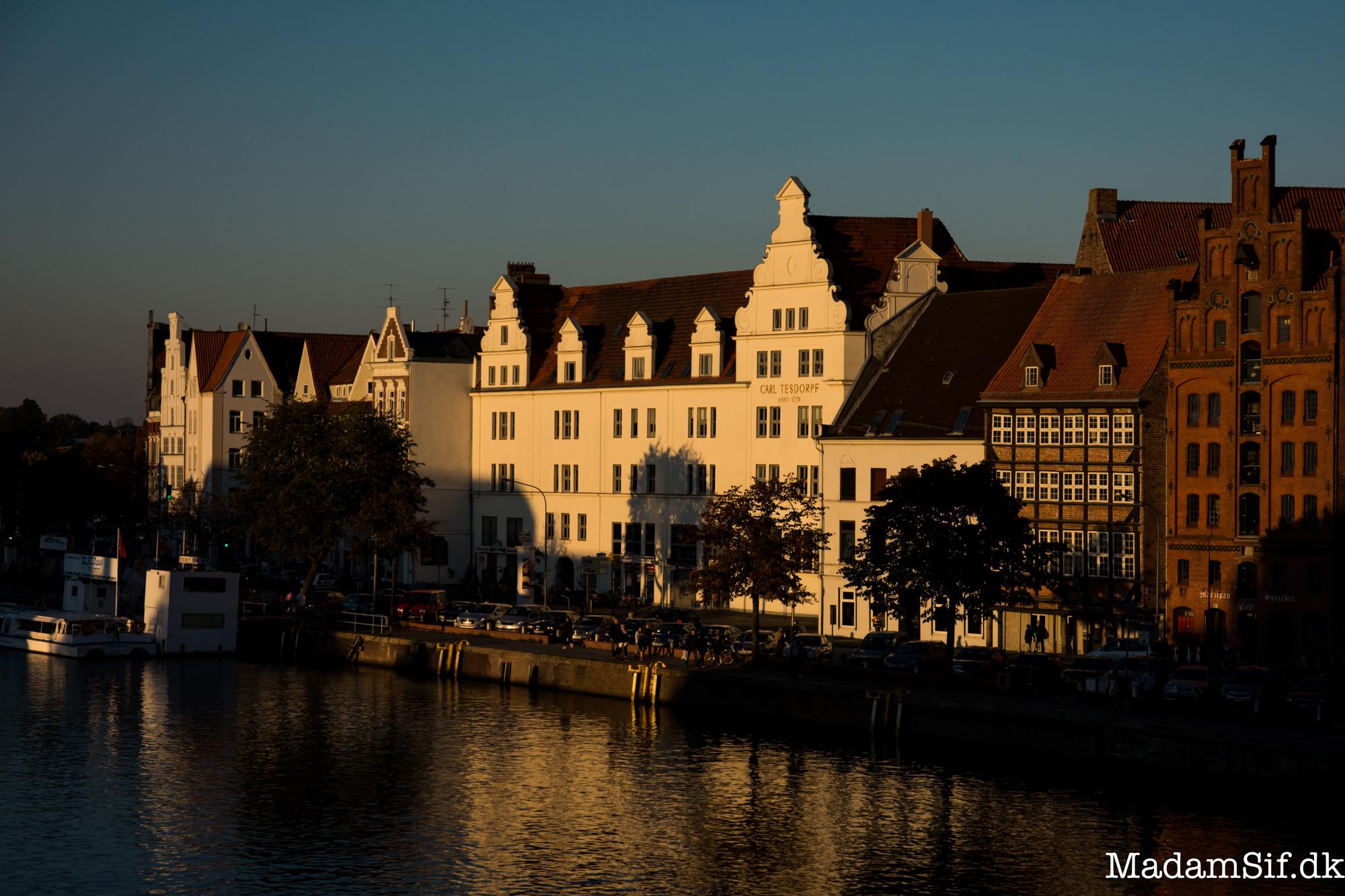 Lübeck i solnedgang