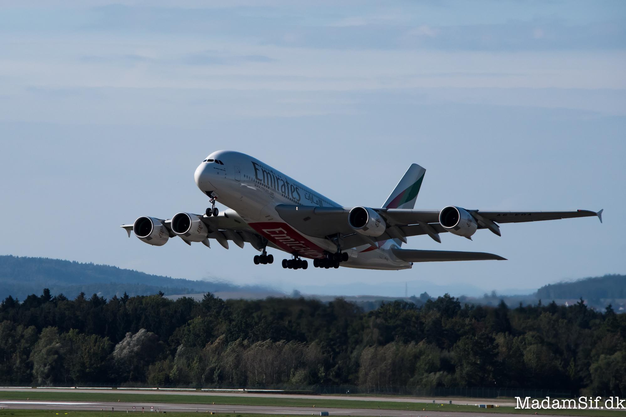 Airbus A380 er verdens største passagerfly. Halen alene er 14 meter høj!