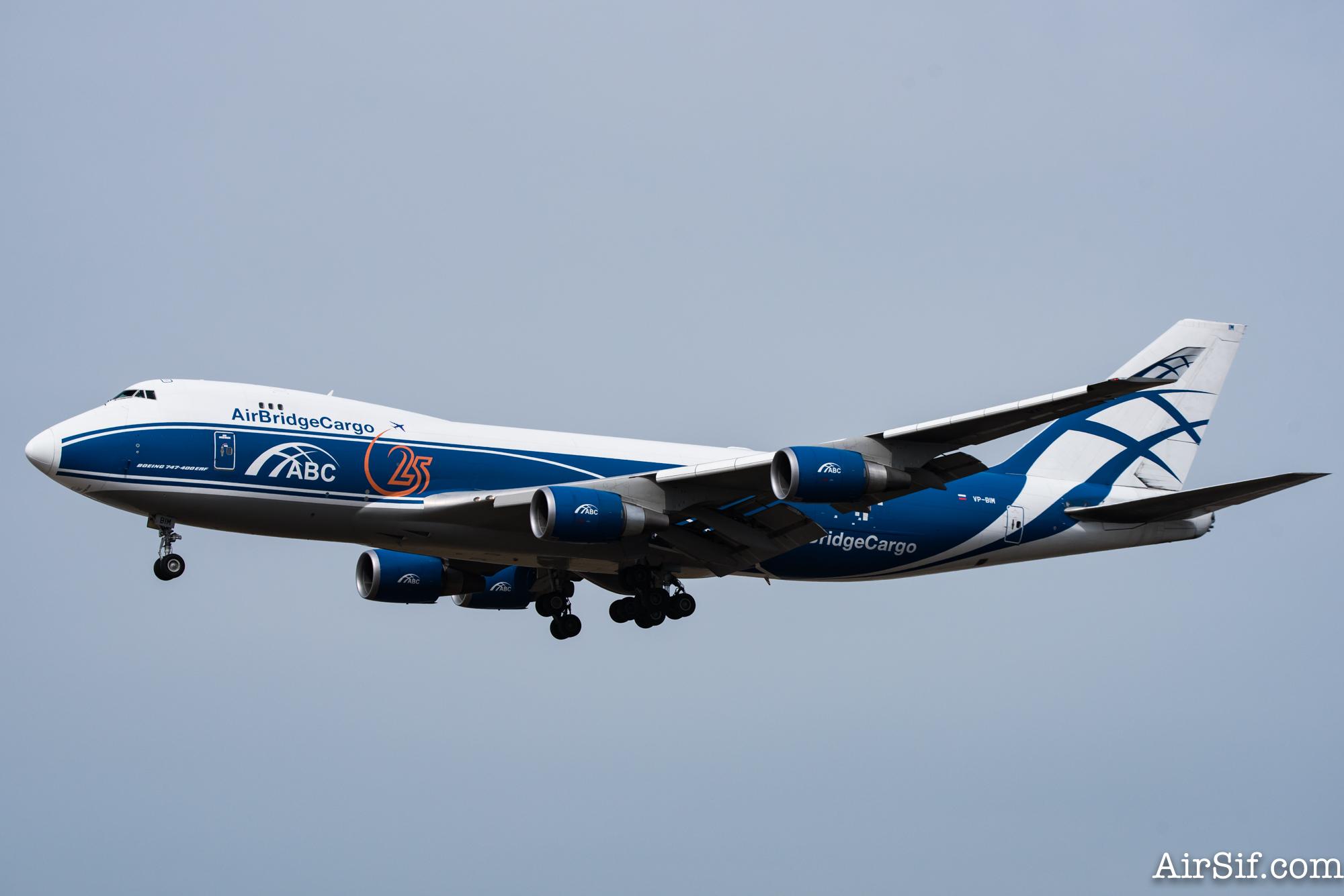 Fragtflyet VP-BIM er en Boeing 747 - den originale jumbojet.