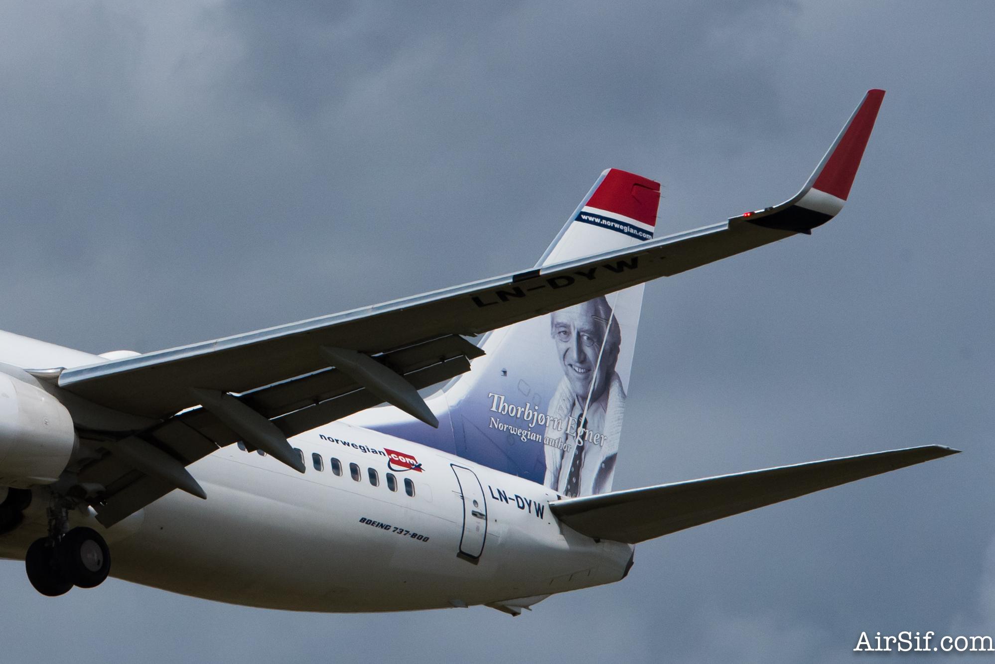 Flyv til Norge ombord på en norsk flyvemaskine.